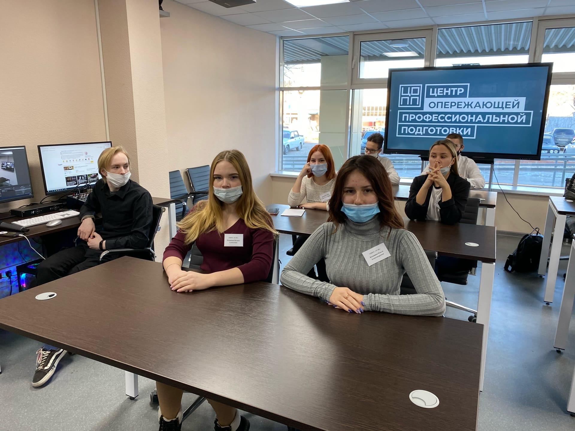 Дмитрий Азаров по ВКС провел встречу с учащимися вузов и ссузов региона
