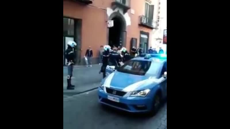 Неаполь улица Толедо сегодня