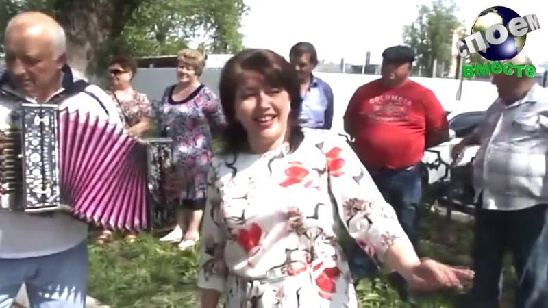 Елена Кожухова собрала публику на улице