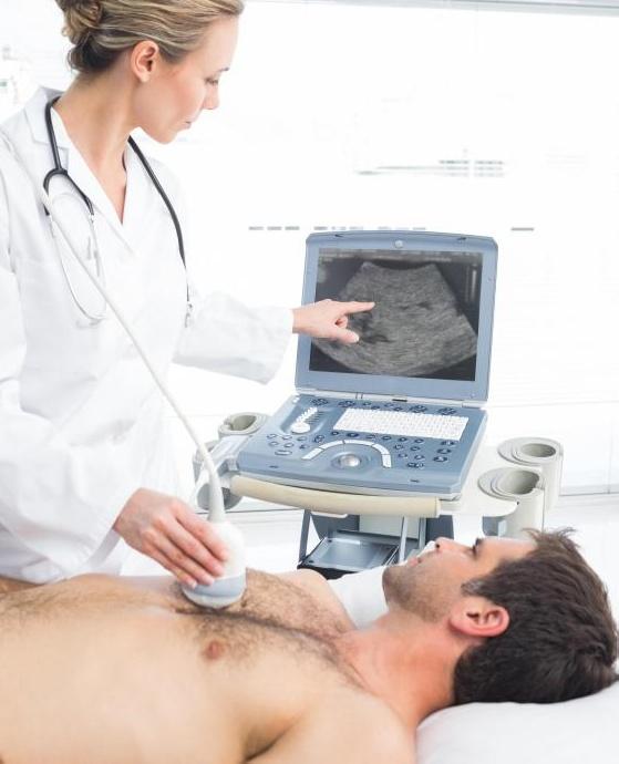 Ультразвуковые преобразователи могут быть размещены на груди во время диагностики заболеваний сердца.