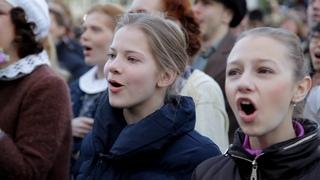 """Тысячи новосибирцев спели хором """"День Победы"""" 9 мая в 6 часов утра"""