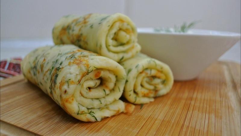 Блинчики с сыром и зеленью съедаются в один миг невероятно вкусное блюдо