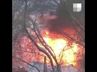 Появилось видео страшного пожара на улице Декабристов, в котором заживо сгорели трое детей и женщина.