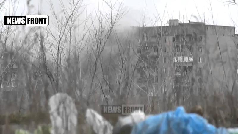 Uglegorsk Танк сепаров воюет с жилым домом news Debaltsevo Дебальцево Lugansk Donetsk