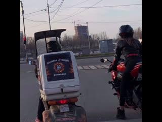 есть два типа людей🙂 #мотоТаня девушка на красном мотоцикле