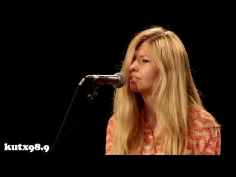 Still Corners - Black Lagoon (Live in KUTX Studio 1A)
