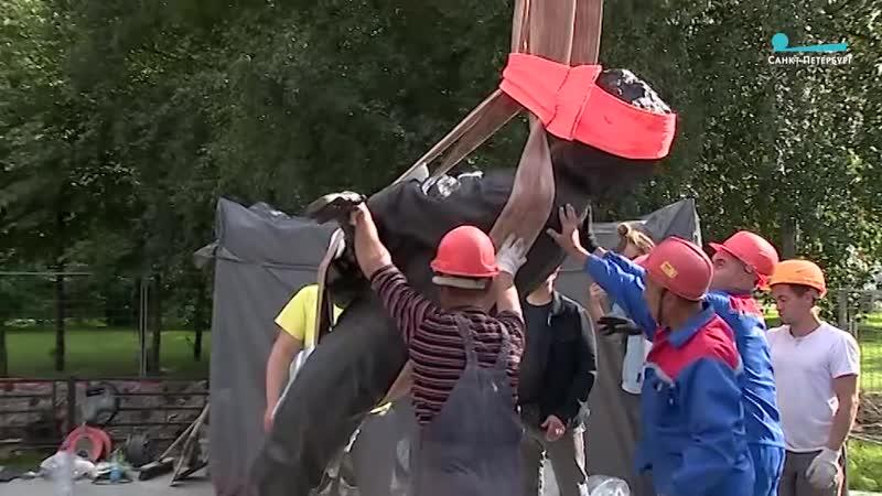 В Петербурге у станции метро «Проспект Ветеранов» установили памятник Виктору Цою