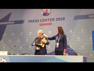 Мэр Саранска перед матчем Перу с Данией спел Катюшу и Луганя сакелуня