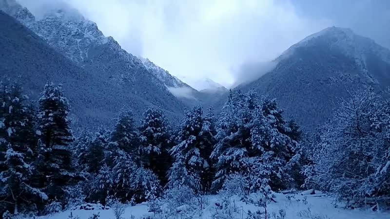 Зимний вид на долину Аксаут