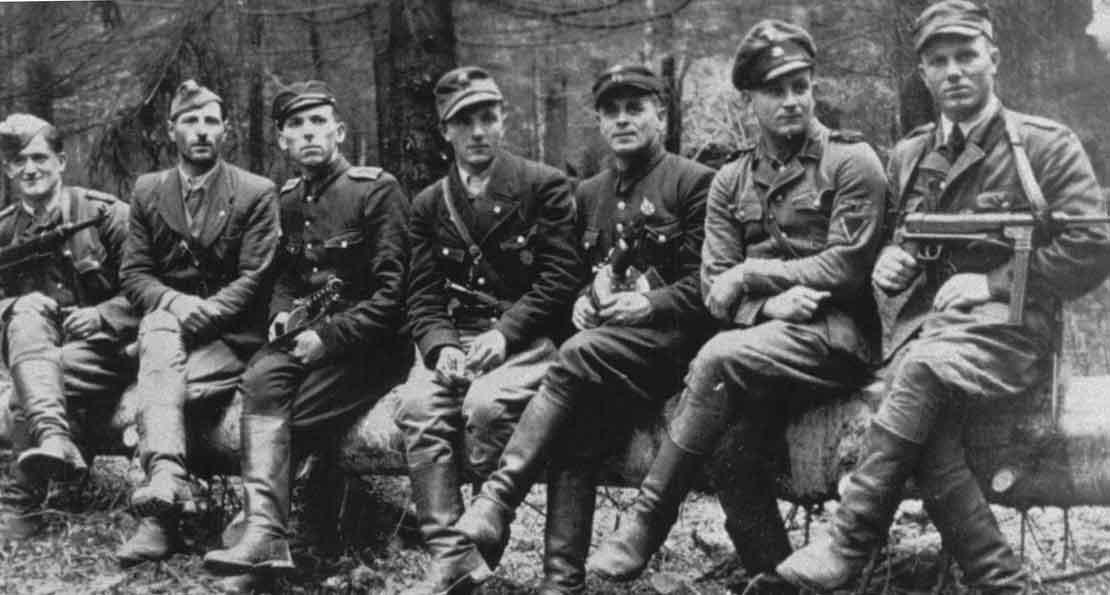 Бандеровцы с немецким оружием