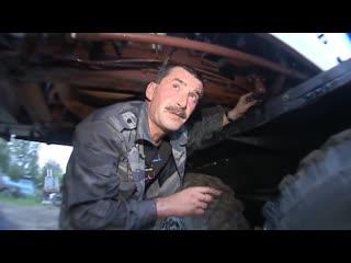 Владимир Виноградов и узбек чинят бричку.