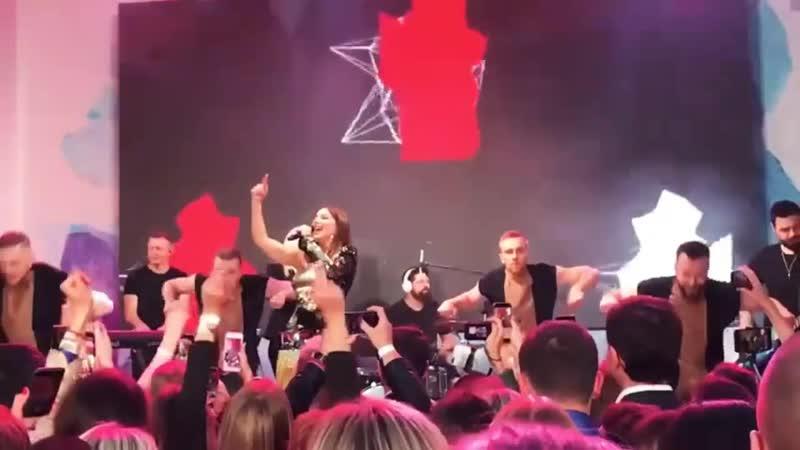 Ани Лорак - Обними меня (фестиваль Лето Life в Shore House, 16-08-2019)