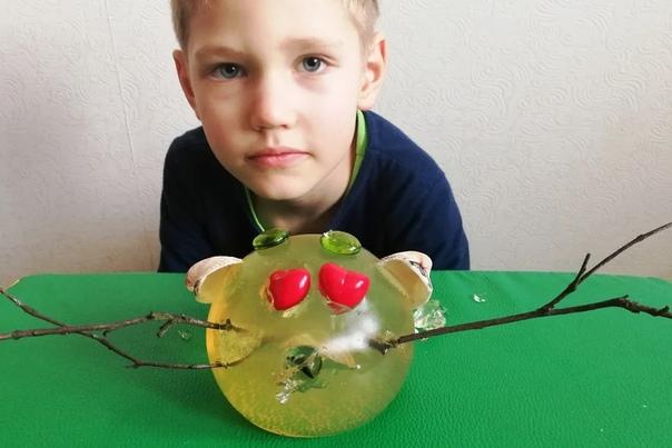 Сделайте с ребенком необычную поделку из желе, в которую будете играть целый вечер Автор идеи Катерина. В наших силах удивлять детей и дарить им радость. Эта поделка настоящая находка для