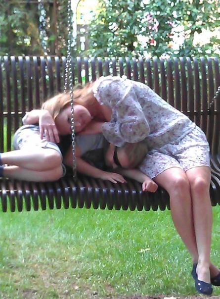 Я неустанно Господа благодарю, За то, что меня любят, и за то, что я сама люблю...Быть мамочкой любимой, дорогой женой,Подругой верною и дочерью родной,Нет счастья большего для женщин на