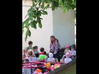 В краснодаре, заведующая детсадом поставила ребенка на колени и заставила целовать русскую землю.