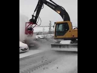 Как быстро очистить автомобиль от снега