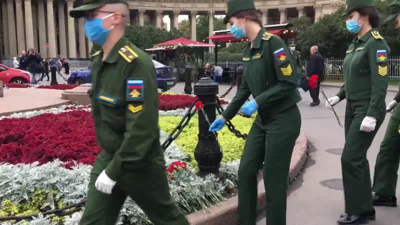 Кадеты и воспитанники академии Можайского возложили цветы к памятнику Кутузову