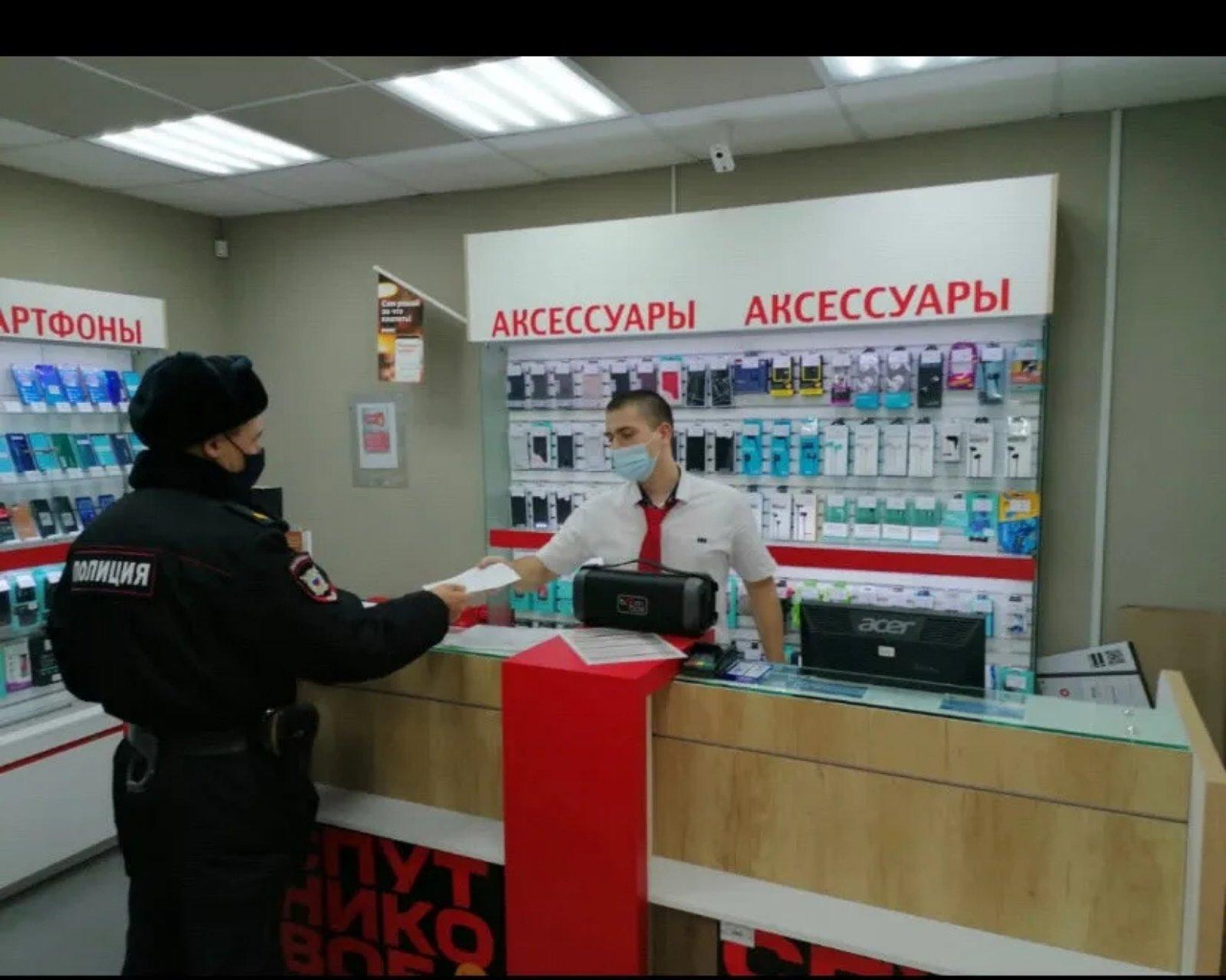 Сотрудники полиции продолжают проверять, как в Петровске соблюдается масочный режим