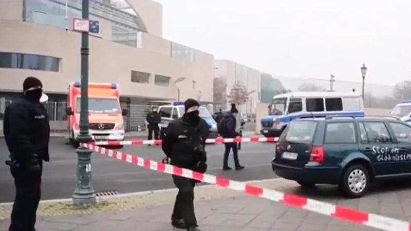 В канцелярию Ангелы Меркель врезалось авто что стоит за атакой Панорама
