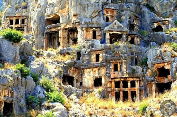 Ликийские гробницы в Мире (Турция). Ликийские гробницы в Турции можно увидеть на всей территории бывшей Ликии. Большинство гробниц расположено в древнем городе Мира, современном Демре. Так же