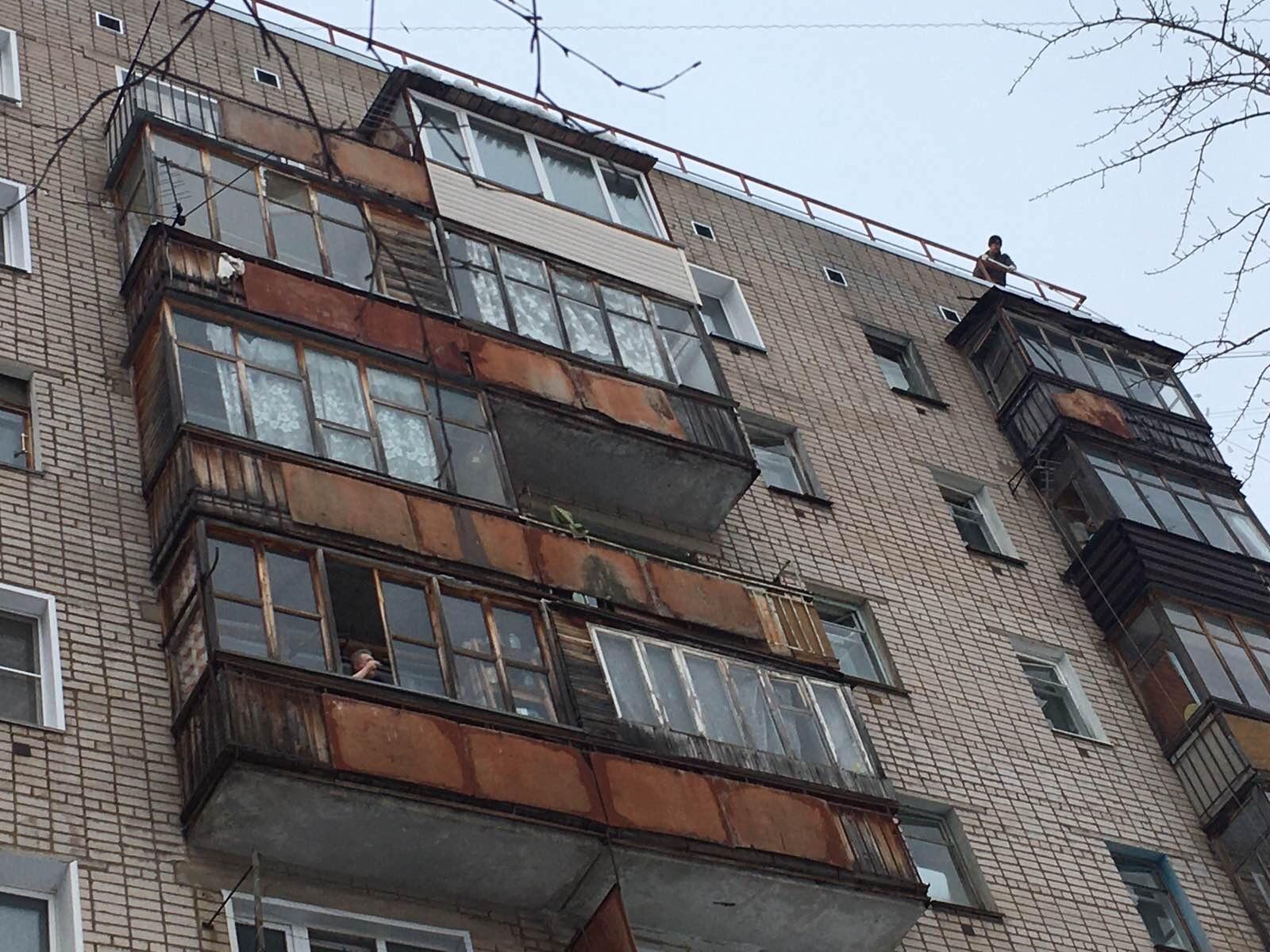 Улица Упита дом 16 а чистка козырьков