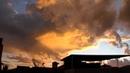 Time Lapse Lapso de tempo Tempestade céu ardendo em brasa e fim de tarde