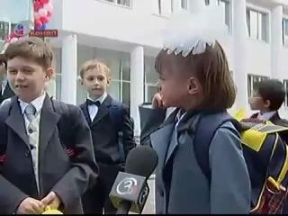 девочка плачет на первое сентября