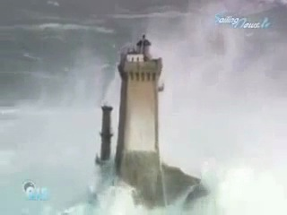 Маяк Маре во Франции во время шторма