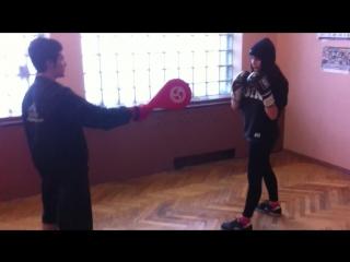 FTvideo: Девчёнки тоже умеют бить вертухи