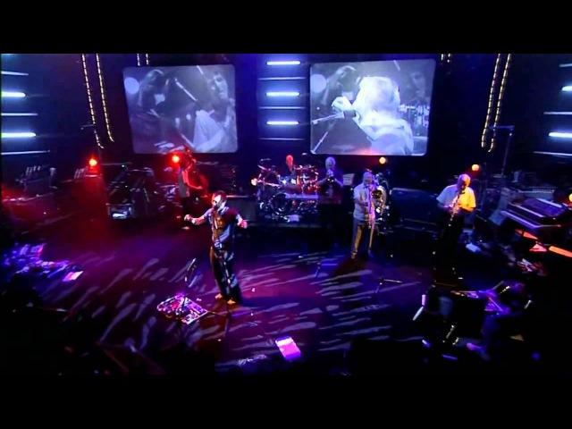 Life In A Glasshouse - Live on Jools - 2001 (Radiohead - Amnesiac)