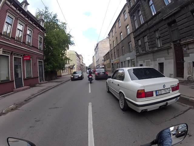 Yamaha YZF-R6 ride in centre of Riga Brauciens pa Rīgas Centru