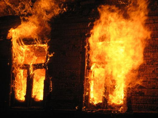 В Зеленчукской ночью загорелся дом