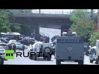 Армения: Политические заключенные вооруженный спрос группы будут освобождены после того, как штурмовали полицейский участок.