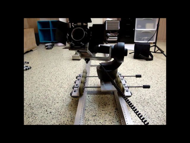 на заметку DIY Motorized Pan/Tilt/Dolly HDSLR Video Mount (Camera Slider)