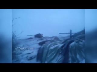 Подбитый танк ДНР с экипажем внутри _ Padded Tank DNR with crew inside
