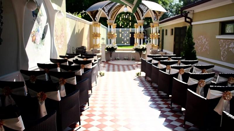 Орися Ковальчук Декор та оформлення банкетної зали проведення нічних та денних виїзних церемоній шлюбу 0503725018