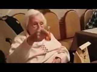 Oma hebt das Glass an Hitler / The German granny rises her glass to Hitler
