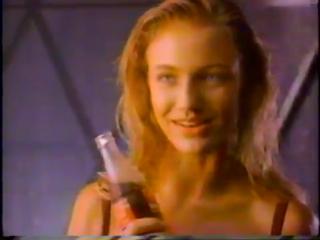 Камерон Диас в рекламе Coca-Cola 90-ые