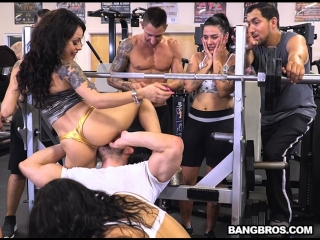 Инцидент в спорт зале  Rose Monroe, Holly Hendrix, Mia Martinez - A Workout for Your Cock porno Cumshot, Hardcore Pornstar