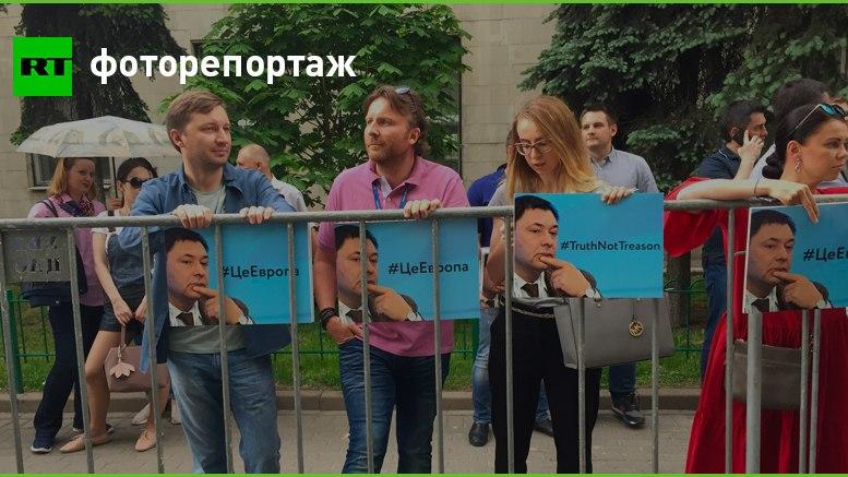 Молчаливый пикет: у посольства Украины в Москве проходит акция в поддержку журналиста Вышинского
