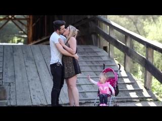 Целует красивых мамочек при детях