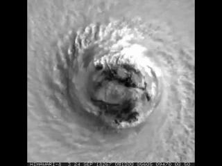 Вращение супертайфуна Трами, расположенного восточнее острова Тайвань.