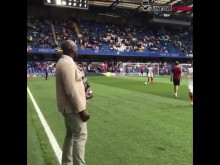 Less than minutes to go... - - Enough time for SolManOfficial to wish the lads luck ahead of CHEARS