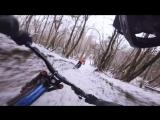 Прогулка на велосипеде по зимнему лесу