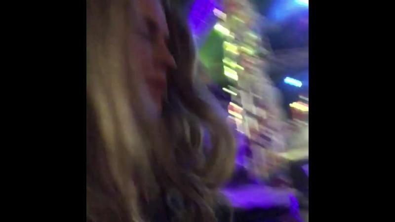 ║• Twitter [@teresapalmer]: Party of five Peakingearly @BingoLingoCdf MJforever