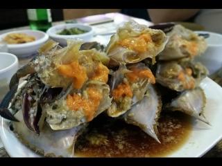 Сырые крабы, маринованные в соевом соусе (Ganjang gejang, 간장 게장)