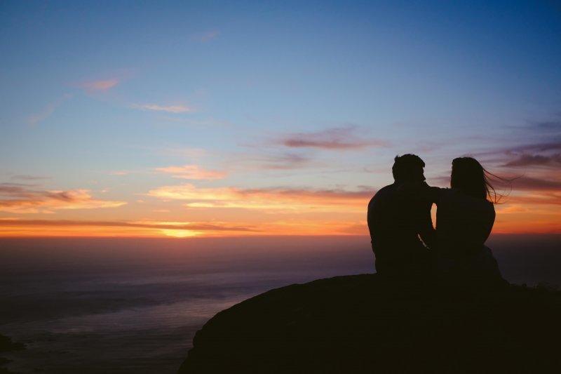фото двоих на закате найдете описание еще