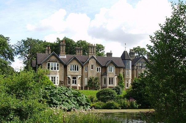 Свадебным подарком принцу Гарри и Меган Маркл от королевы Елизаветы II стал особняк в графстве Норфолк