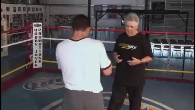 Продвинутый бокс. Скользящие удары и уклонения в боксе.mp4