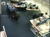 Вы думаете, что так называемый офисный планктон не умеет веселиться? Тогда посмотрите, как развлекаются эти работники. Они устро